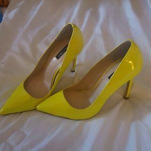 Shoe mint neon yellow heels pointed toe